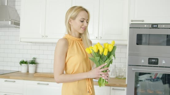 Cover Image for Tender Female Holding Bouquet