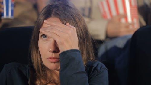 Frau Uhren Thriller im Kino