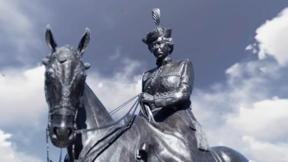 Thumbnail for Statue of Queen Elizabeth