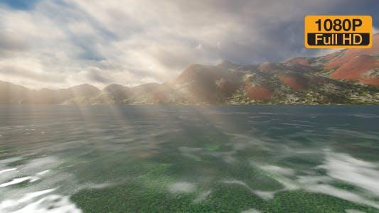 Meeresberge und angespannte Sonnenlicht