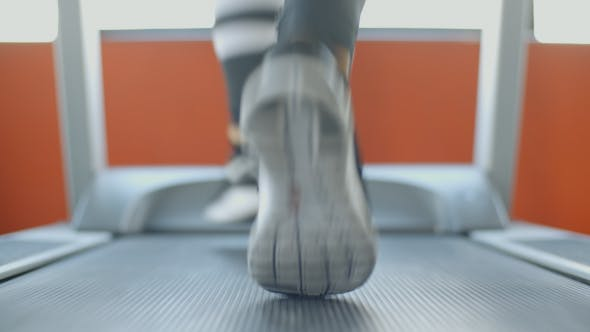 Cover Image for Fast Run On Treadmill In The Gym