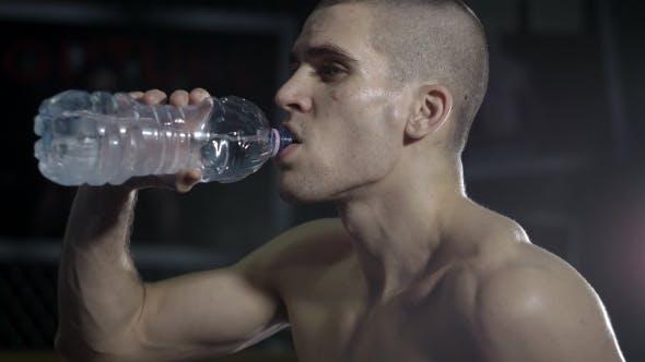 Müde Athlet Getränke Wasser