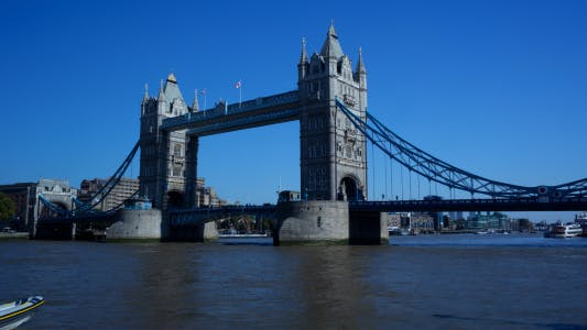 Time-lapse of Tower Bridge in the afternoon