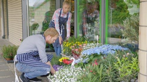 Arbeiter in Floral Shop
