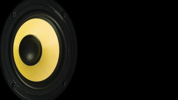 Thumbnail for Beweglicher Sub-Tieftöner. Lautsprecher-Teil. Schwarze und gelbe Farben der Membran. Konzept des Musical