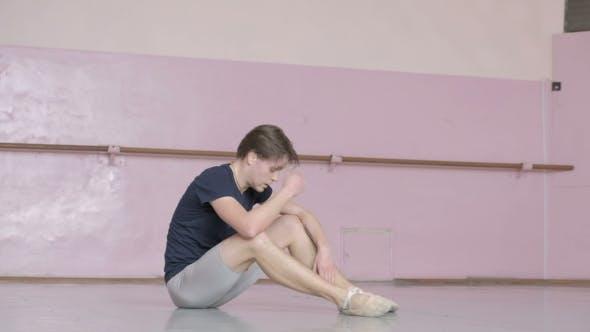 Thumbnail for Fröhliche Balletttänzerin im Tanzstudio