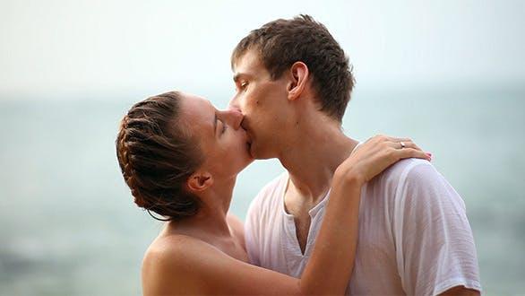 Thumbnail for Kissing Couple