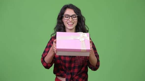 Thumbnail for Junge schöne Geschäftsfrau mit Geschenkbox