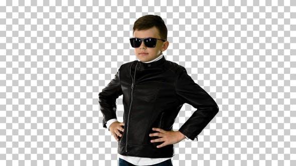 Junge in einer Lederjacke Putting, Alpha Channel