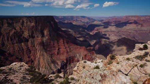 Zeitraffer der Wolken, die sich über dem erstaunlichen Grand Canyon bewegen