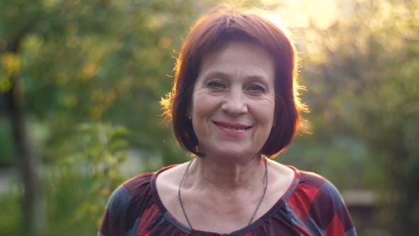 Thumbnail for Porträt von Lächeln im Alter von Frau