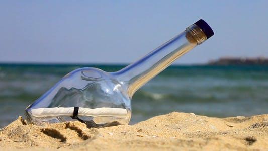 Nachricht In Ein Flasche Am Strand