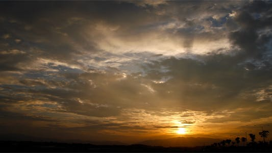 Cover Image for Tropical Sunrise with Clouds Timelapse full HD