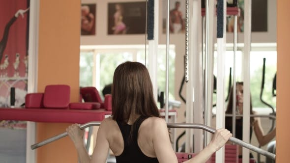 Cover Image for Athletic Girl Is At A Gym