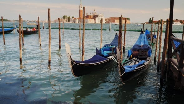 Cover Image for Traditional Water Transport in Venice - Gondolas