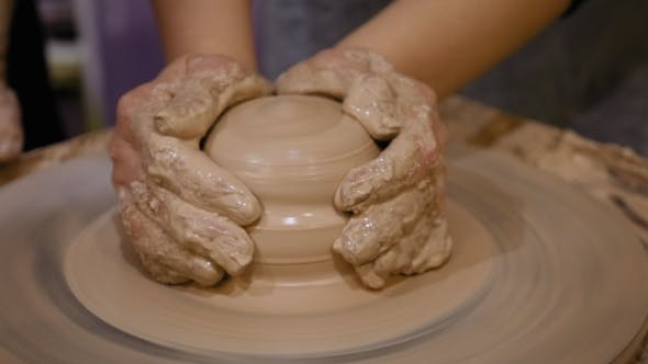 Cover Image for Potter Is Making Clay Pot on the Potter's Wheel