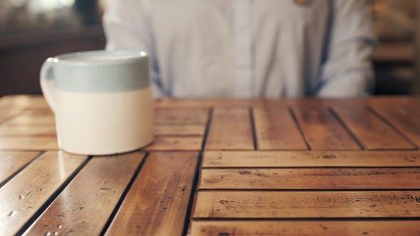 Thumbnail for Leckeres Brötchen mit Tasse Kaffee auf Tisch, Bäckerei Produts in Cafe, Beagle, Puff Croissant