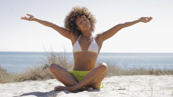Cover Image for Woman Enjoying Vacation on Beach