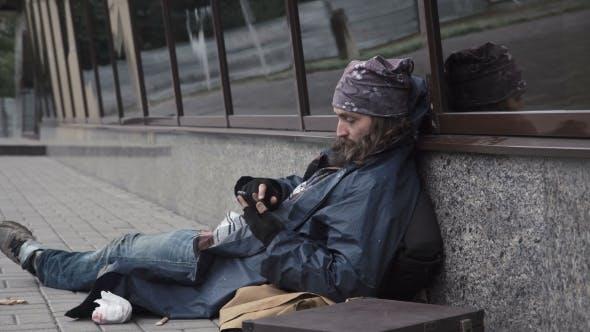 Thumbnail for Homeless Using Smartphone