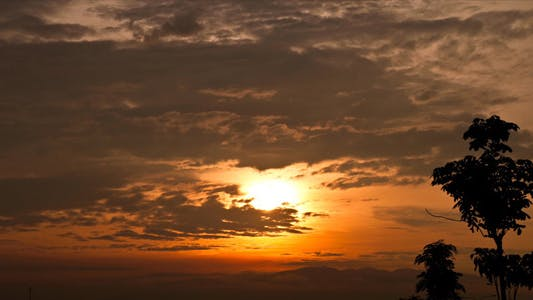 Cover Image for Tropical Cloudy Sunrise Time Lapse