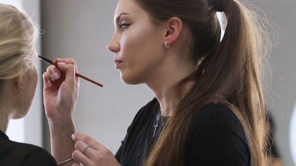 Thumbnail for Make-up-Künstlerarbeit in ihrem Studio