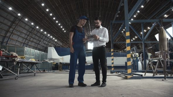 Cover Image for Mechanic and Flight Engineer Having a Discussion