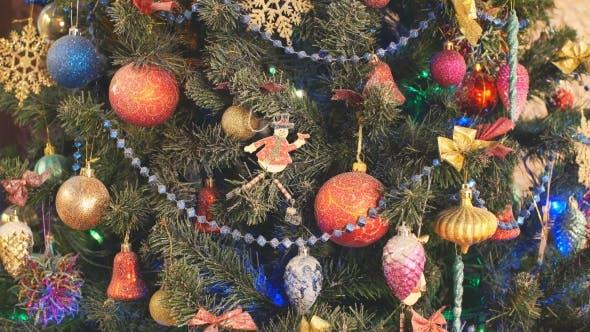 Thumbnail for Klassischer Neujahrsbaum beleuchtet
