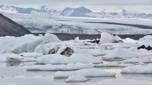 Icebergs in Fjallsarlon Glacial Lagoo