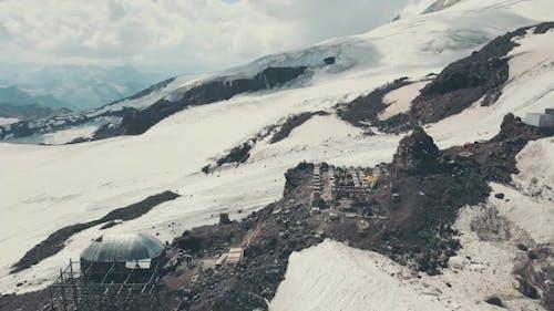 Moderne Meteorologische Station in den Bergen