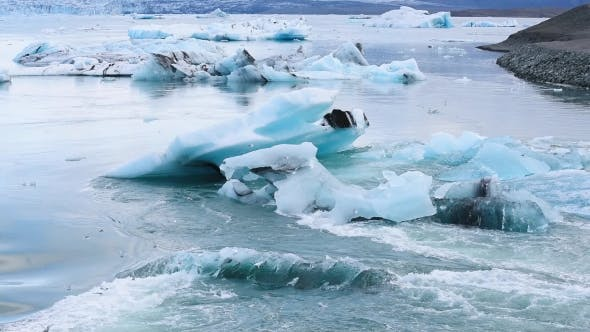 Cover Image for Icebergs in Jokulsarlon Glacial Lagoon