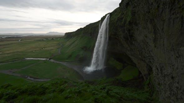 Cover Image for Seljalandfoss Waterfall on Seljalandsa River