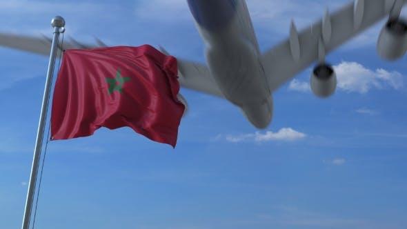 Thumbnail for Flugzeug fliegt über winkende Flagge von Marokko