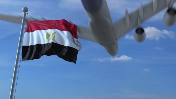 Thumbnail for Flugzeug fliegt über winkende Flagge von Ägypten