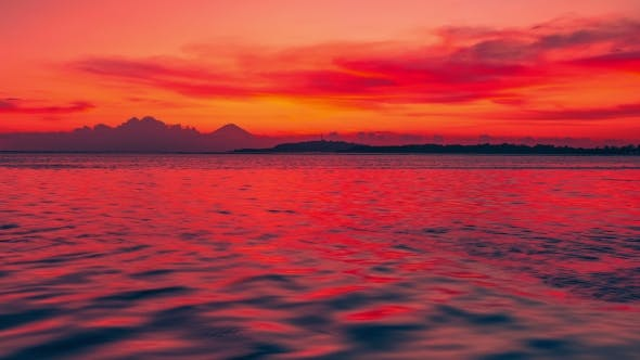 Cover Image for Colorful Sunset in the Ripple Sea in Gili Island, Indonesia