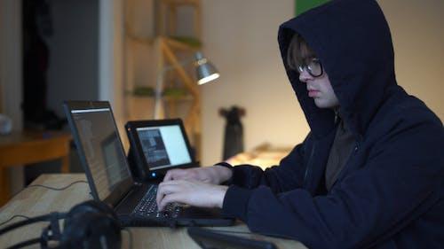 Hacker stehlen Informationen