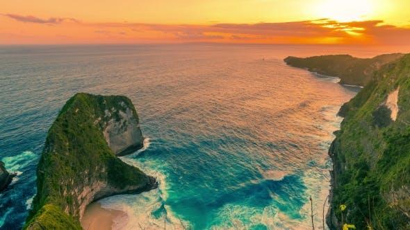 Cover Image for Amazing Sunset at Kelingking Beach in Nusa Penida Island, Indonesia