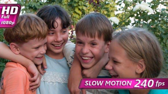 Thumbnail for Vier lachende Kinder