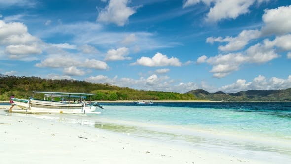Cover Image for Boat on the Beach with Turquoise Water on the Gili Nanggu, Lombok, Indonesia