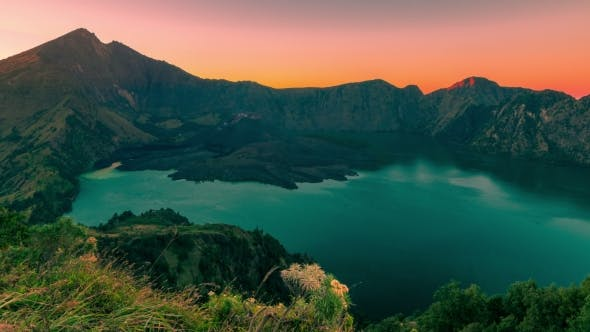 Cover Image for Rinjani Volcano Crater Lake at Sunrise From Summit at the Lombok, Indonesia