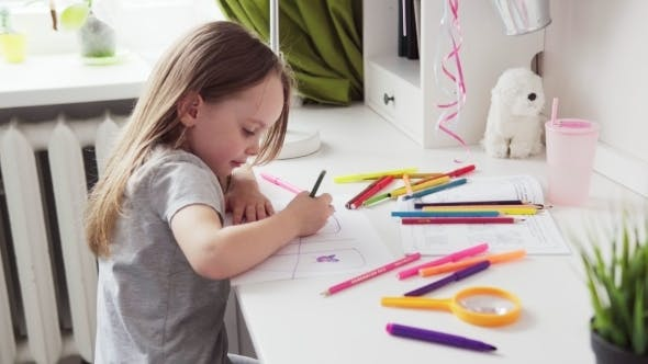 Cover Image for Cute Little Girl Drawing
