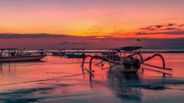 Cover Image for Tropical Island Sunset with Traditional Bali Boat in Nusa Lembongan, Indonesia