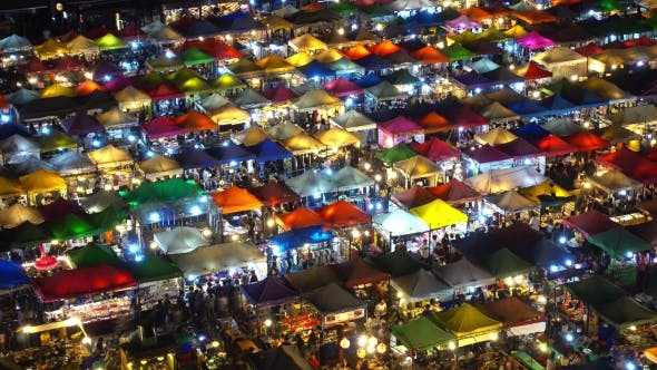 Thumbnail for Hohe Ansicht von Rod Fai Nachtmarkt, Ratchada