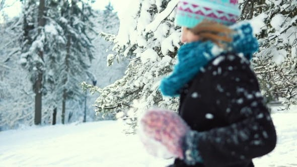 Thumbnail for Mädchen im Schnee Park