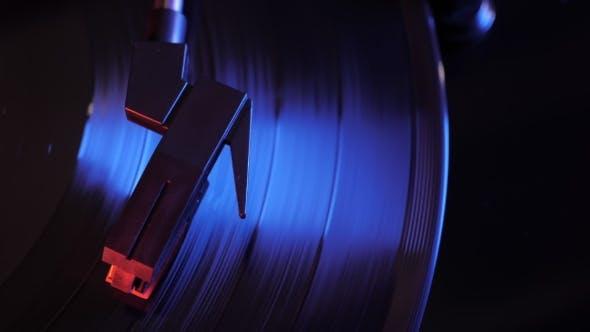 Thumbnail for Cinemagraph Loop von Vintage-Plattenspieler und Vinyl-Schallplatte von oben
