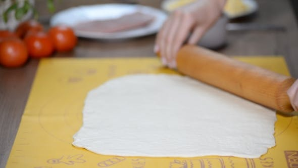 Thumbnail for Housewife Rolls Pizza Dough