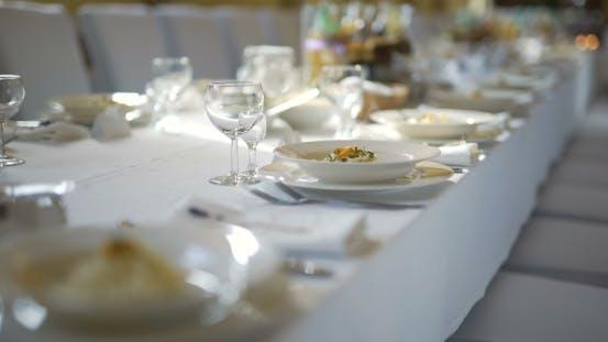 Thumbnail for Dekorierter Tisch für Luxus, elegantes Abendessen, romantischer Hintergrund