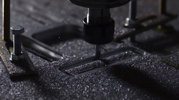 Thumbnail for Die Anlage zur Herstellung von Metallprodukten mit Drehmaschine schafft einen Deckel für den Fall eines Laptops
