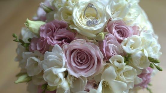 Thumbnail for Blumenstrauß von frischen Rosen. Hochzeit Brautstrauß