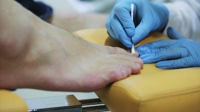 Procedure of a Hardware Pedicure Men's