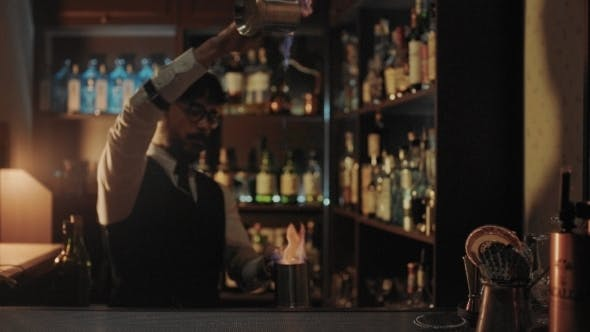 Cover Image for Bartender Shows His Art of Mixind Drinks